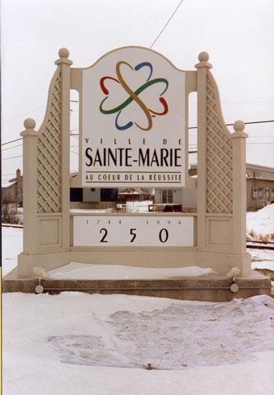 Monument - Bois et aluminium - Ville de Ste-Marie de Beauce
