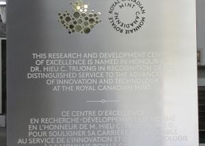 plaque commémorative - aluminium et laiton - Monnaie royale canadienne - vue générale