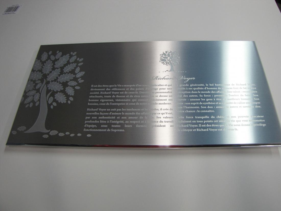 plaque comm morative aluminium grav l 39 acide soprema. Black Bedroom Furniture Sets. Home Design Ideas
