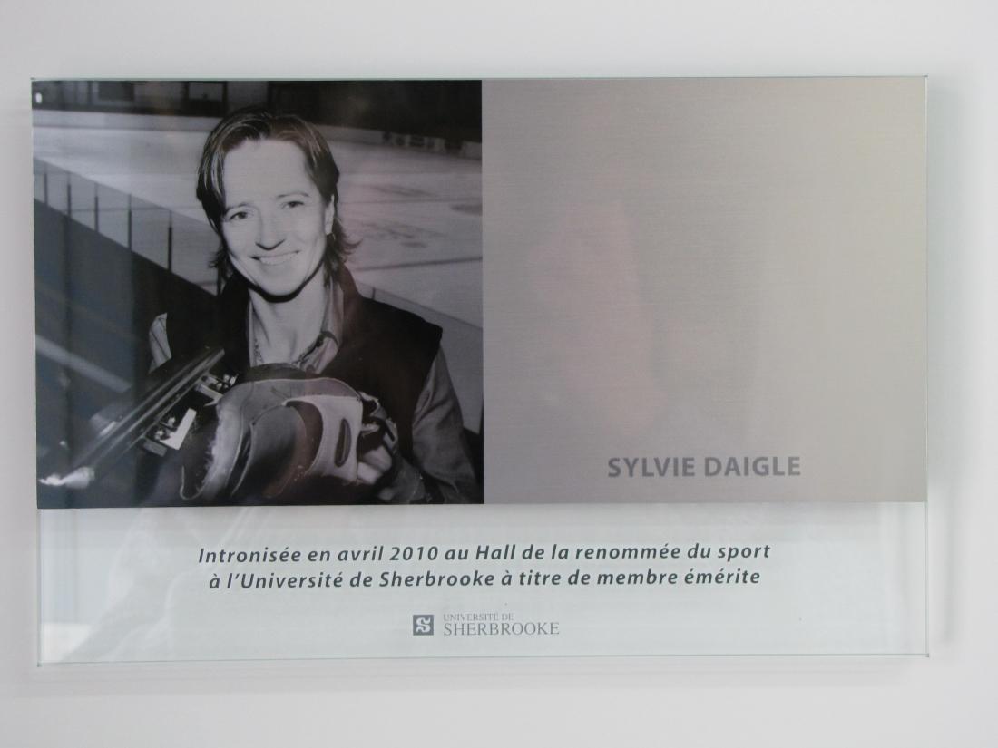 Plaque commémorative en verre et aluminium - vue de face