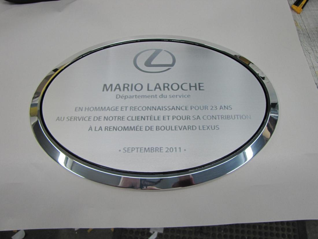 plaque honorifique en aluminium gravé pour lexus - option en ton sur ton