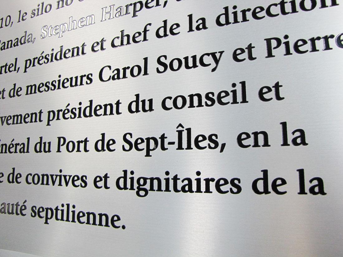 Plaque commémorative – Aluminium imprimé – Port de Sept-Îles