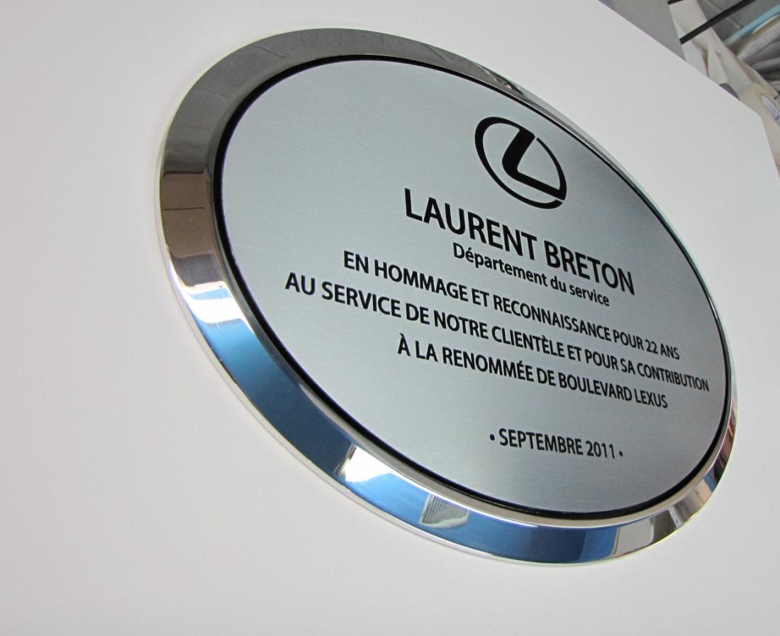 plaque honorifique en aluminium gravé pour lexus